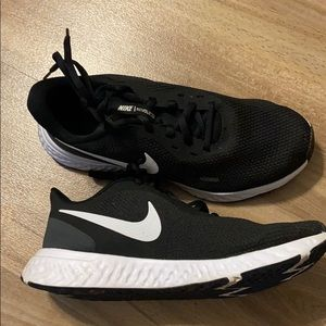 Brand New Wide Width! 7.5 Women Nike Running Shoes